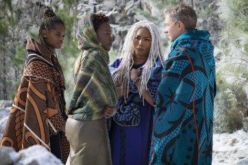 Shuri (Letitia Wright), Nakia (Lupita Nyong'o), Ramonda (Angela Bassett), and Agent Ross (Martin Freeman). (c) Marvel Studios
