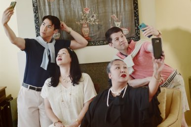 The Donnellys (Clockwise: Sean Fenton, Greg Ayers, Michelle Talgarow, and Karen Offereins) have mastered the art of the selfie. Photo by Annie Wang.
