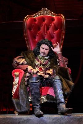 The (lack of) crown weighs heavily on the head of Viceroy Rodrigo (Al Rodrigo). Photo by Alessandra Mello.